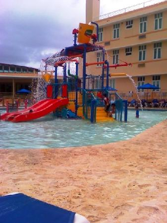 Courtyard Aguadilla: Piscina2
