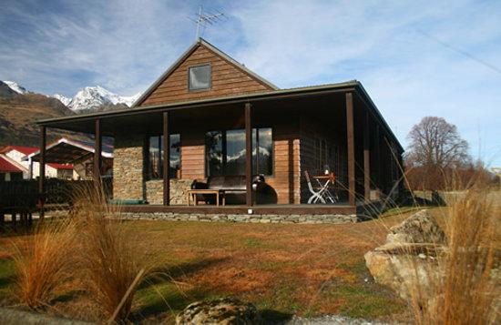 Glenorchy Lake House Exterior