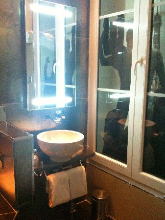 Hôtel Design Secret de Paris : Trocadero bathroom