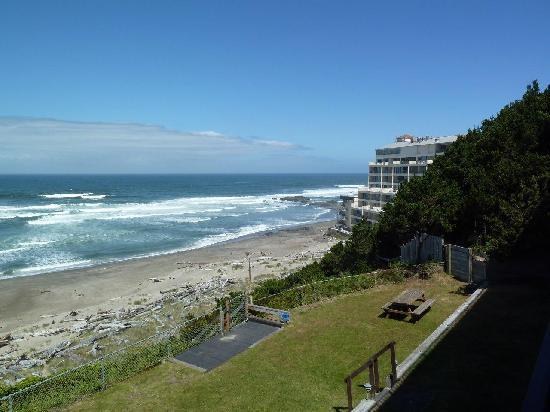Ocean Terrace Condominium Suites : Beach north view