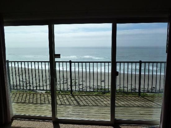 Ocean Terrace Condominium Suites: Sliding Glass door view