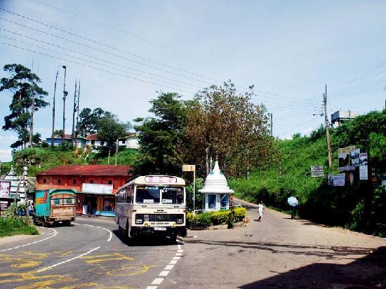 Olympus Plaza Hotel: Welimada Road-Colombo Road corner