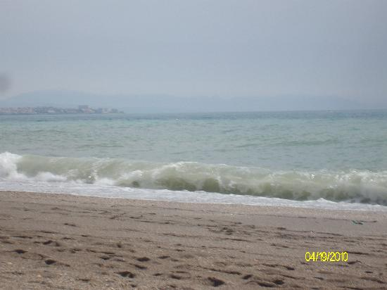 Veramar Apartments Fuengirola: the waves were HUGE!
