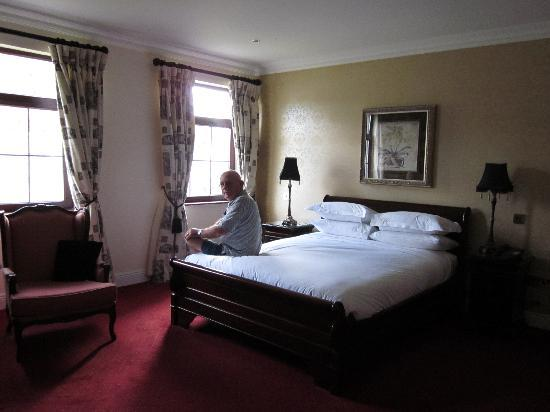 Bunratty Manor Hotel: Our very spacious room.
