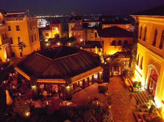 Four Seasons Hotel Istanbul at Sultanahmet: view at night