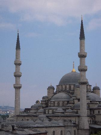 Istanbul, Turkiet: view of mosque from restaurant