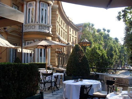 Breakfast terrace picture of hotel majestic roma rome for Breakfast terrace