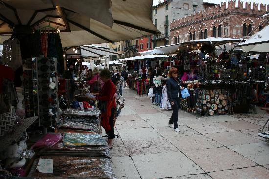 Hotel Torcolo: Market