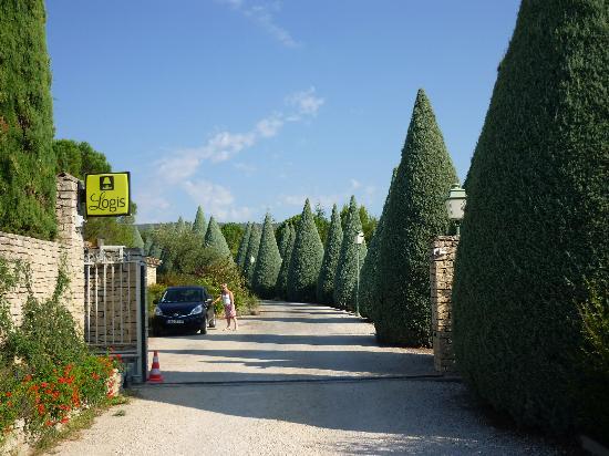 Auberge de Carcarille : Driveway