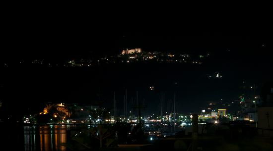 Skala, Hellas: Night view from hotel terrace on Chora