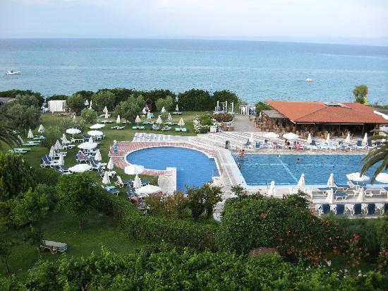 Grecotel Pella Beach: Pool area