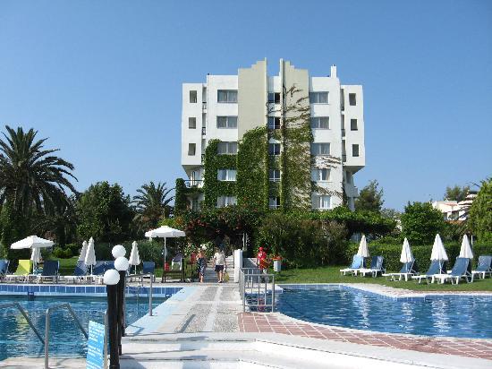 Grecotel Pella Beach: Hotel from pool