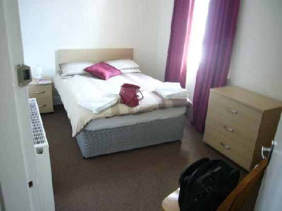 Shandwick Hotel & Apartments: Second room