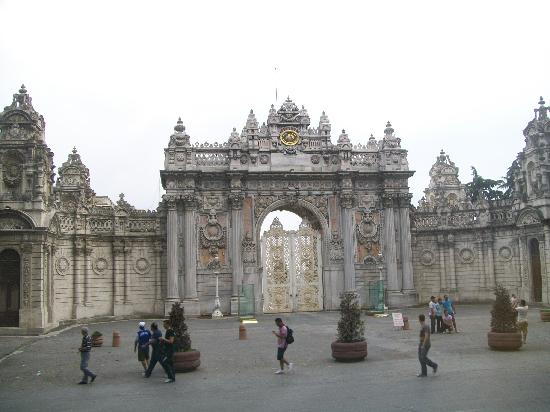 Istanbul, Turkey: Dolmabahce Palace