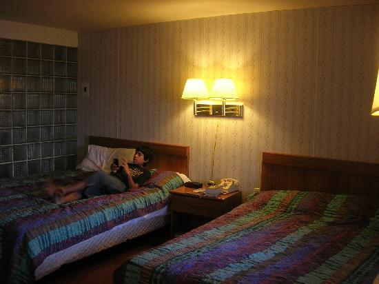 Beaver Falls Motel: Bedroom