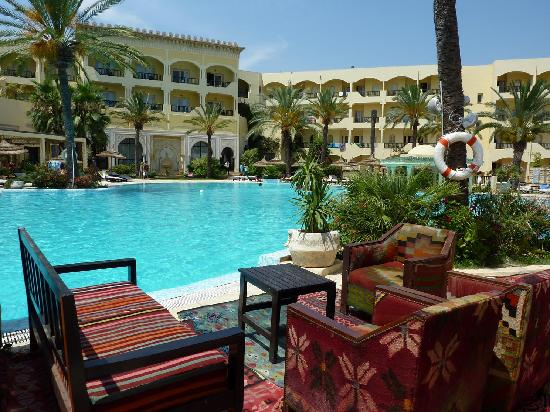 Hotel Almaz : Lovely pool, usually empty of people. The chairs REEKED of mold and mildew to the point where th