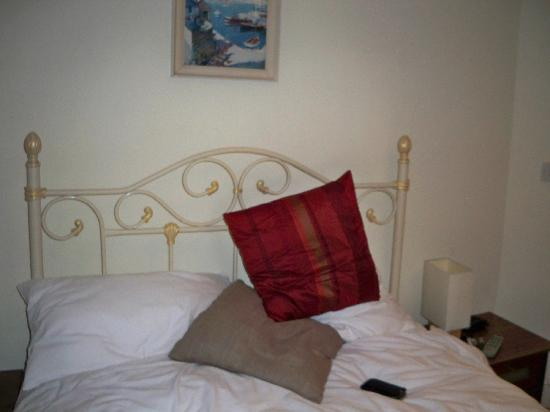 The White Horse Inn & Restaurant: Comfortable Bed