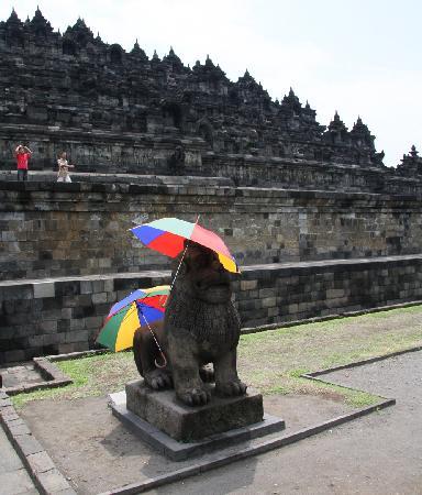 Schattenspender in Borobudur