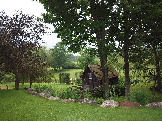 The Inn at Round Barn Farm: Round Barn Inn - the grounds