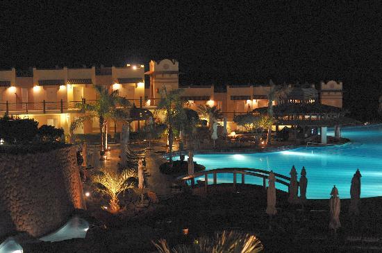 Concorde El Salam Front Hotel : By night