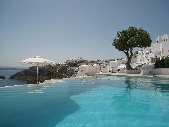 Kirini Suites & Spa: View from Pool