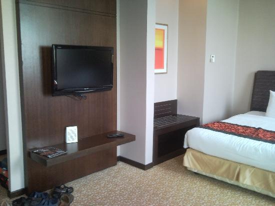 "Hotel Grand Paragon: 32"" LCD TV"