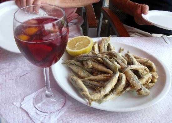 Marbella, España: Red Sangria and Fried Sardines - Yum