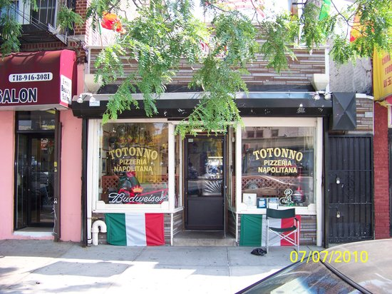 Photo of Italian Restaurant Totonno Pizzeria Napolitano at 1524 Neptune Ave, Brooklyn, NY 11224, United States