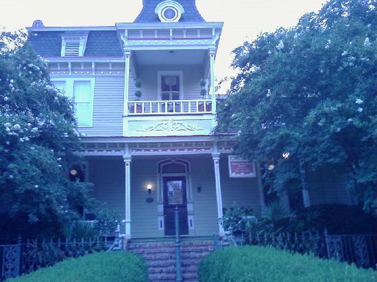 Rothschild - Pound House Inn: Main House