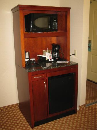 Hilton Garden Inn Colorado Springs Airport: Snack Cabinet (Microwave, Mini  Fridge, Coffee