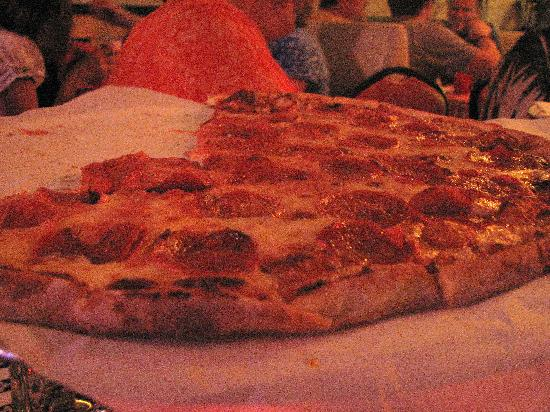 Davenport's Pizza Palace: A friends Pepperoni Pizza