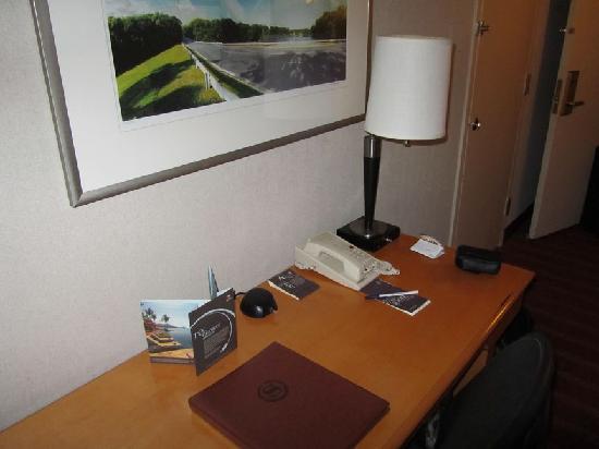 Sheraton Reston Hotel: Zimmer (Schreibtisch)