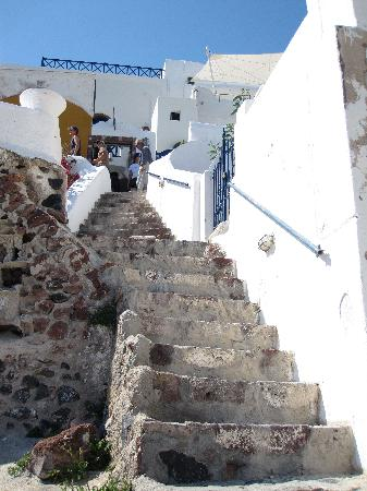Old Oia Houses: Stairs from street down to the cave house