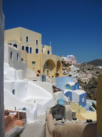 Old Oia Houses: On the balcony - view to the left