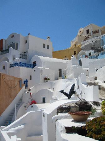 Old Oia Houses: On the balcony - view to the right