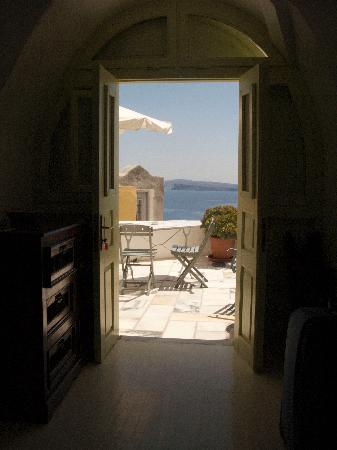 Old Oia Houses: Looking out of our hobbit door