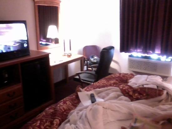 Super 8 Austin University/Downtown Area: our room