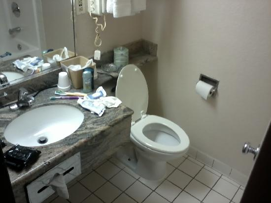 Super 8 Austin University / Downtown Area: bathroom, you can't see the tub but it's pretty big