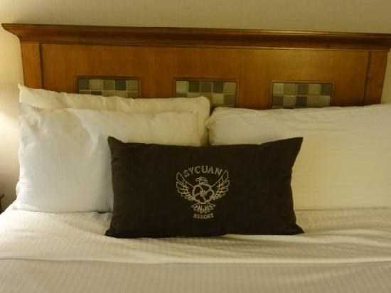 Sycuan Golf Resort: Fluffy pillows