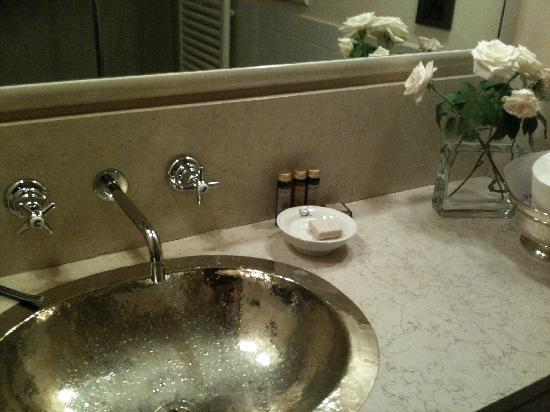 BED and EX: Bathroom sink