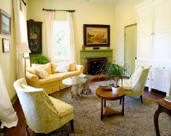 Marcia's Cottages : Elmsley Den