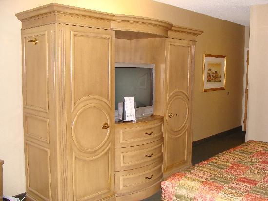 LivINN Hotel Cincinnati North / Sharonville: Wall Unit