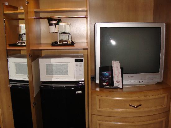LivINN Hotel Cincinnati North / Sharonville: Microwave, Coffee Maker, and Refridgerator