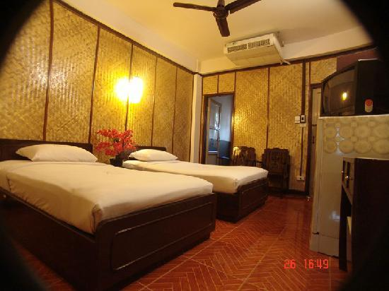 Rux-Thai Guest House : Twin room