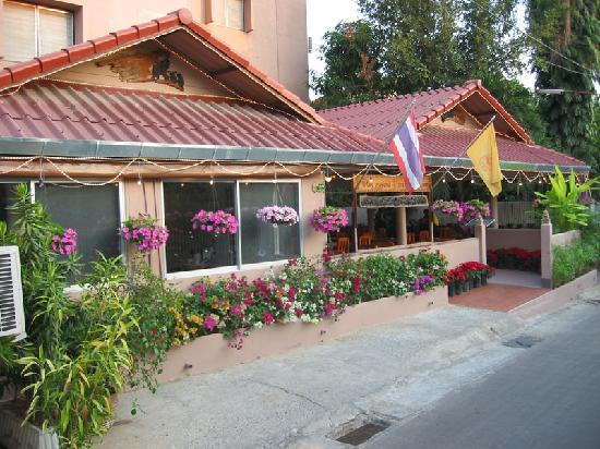 Rux-Thai Guest House: Front section