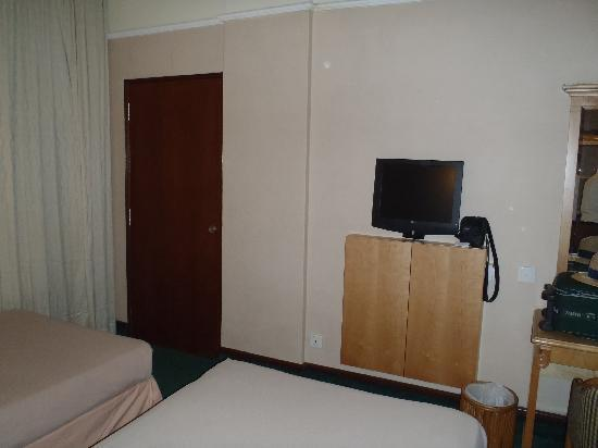 room 602 comes with flat screen TV and remore control