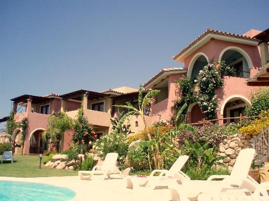 Hotel Mariposas : vue hôtel depuis jardin