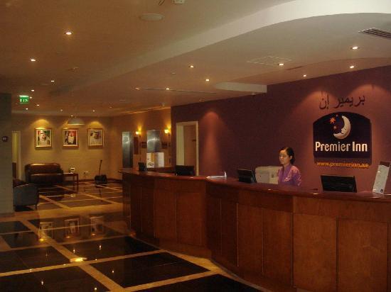Premier Inn Dubai International Airport Hotel: Reception