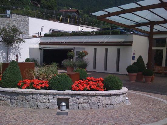 Hotel Hohenwart: Hotelauffahrt