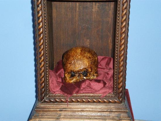 Hospederia Castillo Papa Luna: El cráneo de Papa Luna